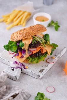 Burger with vegetables and plantbased cutlet