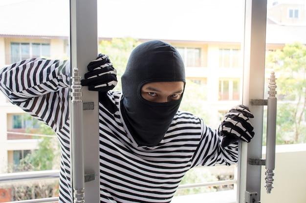 Burglarize