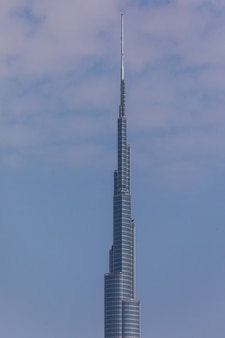 버즈 칼리파 타워. 이 초고층 빌딩은 828m에 달하는 세계에서 가장 높은 인공 건축물입니다. 2009 년 완성.