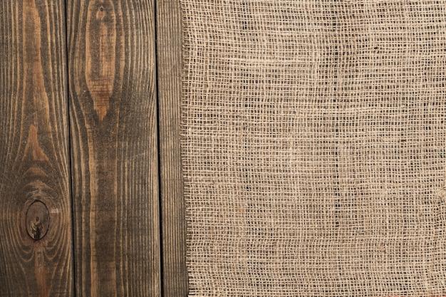 テキストのための場所と木製のテーブルの黄麻布のテクスチャ