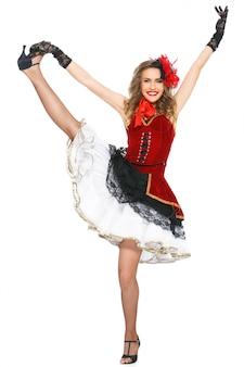 バーレスク。かかとの魅力的なダンサー