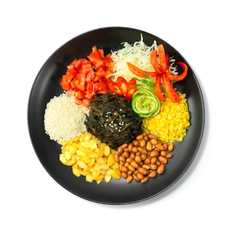 버마 차잎 샐러드 lahpet thoke는 myan mar에서 발효 된 유명한 이름으로 야채와 칠리를 장식합니다.