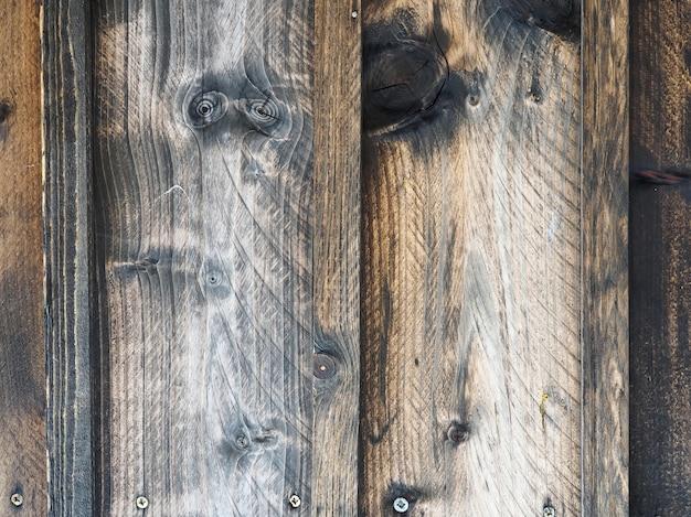 Обгоревшая деревянная стена или забор