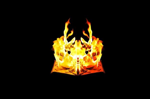 Горящая книга в огне ночью. люди не любят читать. интеллектуальные проблемы.