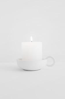 Горящая свеча в подсвечнике