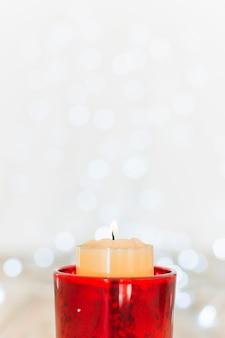 촛대에 촛불을 굽기