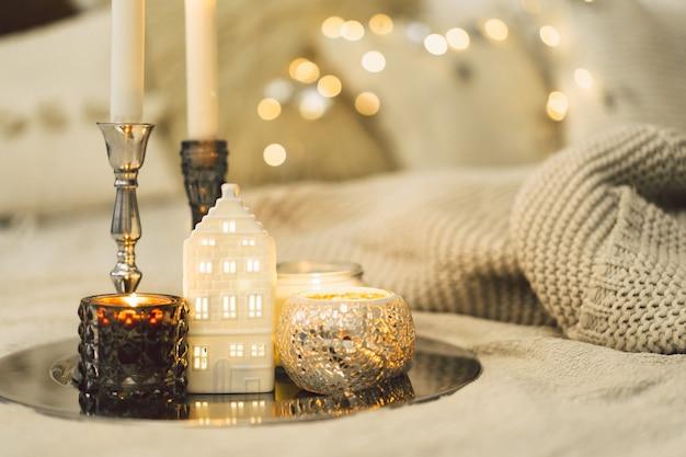 거실에서 촛불을 굽기