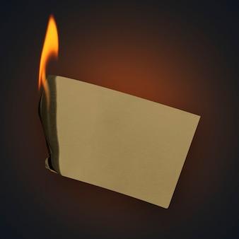 燃える紙、空白のデザインスペースでリアルな炎