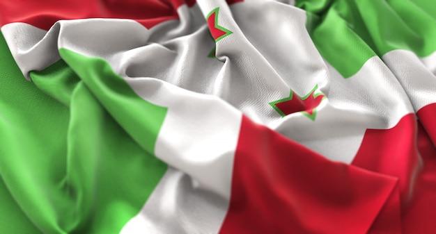 Bandiera del burundi increspato splendamente sventolando macro close-up shot