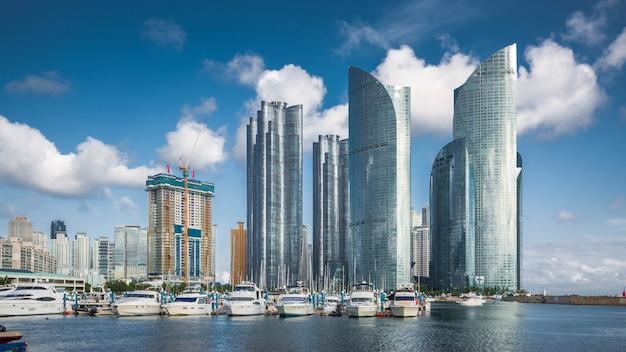 해운대 지구, 한국 부산 도시의 스카이 라인과 고층 빌딩.