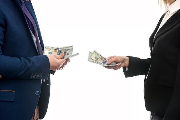 パートナー間のビジネス契約。ドル取引。