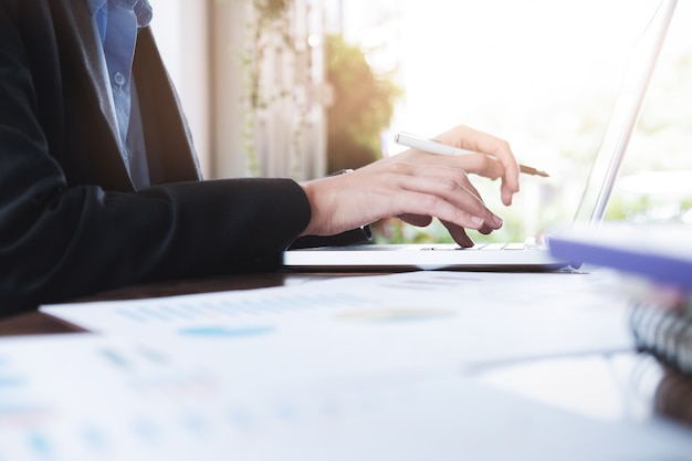 비즈니스 분석 계획 및 솔루션 객관적인 전략 개념.