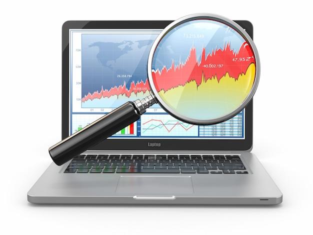 ビジネス分析。ノートパソコン、ルーペ、画面上の図