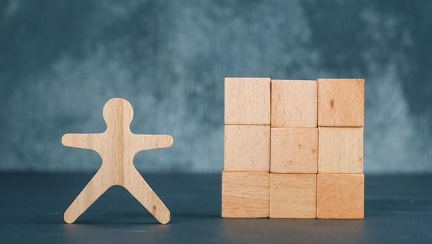 ハートのアイコンが付いた木製のブロックのビジネスと雇用の概念。