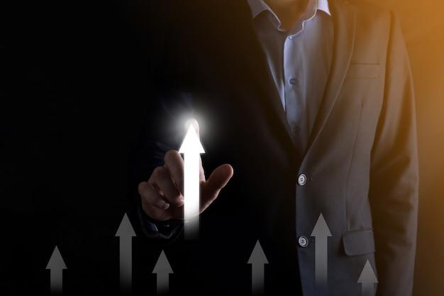 비즈니스 및 개인 성장 개념, 비즈니스 사람은 시장 리더 및 최고의 벤치마킹 개념이되기 위해 동기를 부여합니다.