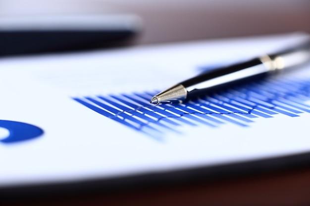 Бизнес-фоны, графики и ручка