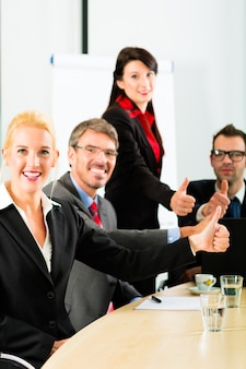 Business, businesspeople have team meeting