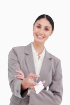 Визитная карточка вручается улыбающейся продавщицей