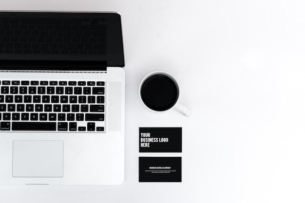 Макет визитки и ноутбук