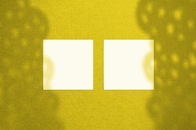 Макет визитной карточки. подсветка цвета pantone 2021 года