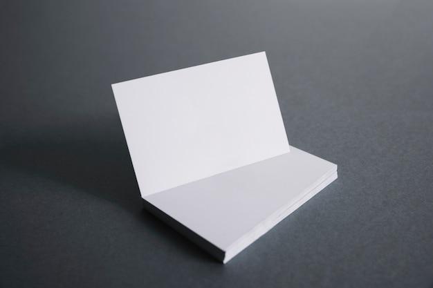 Визитная карточка в стеке