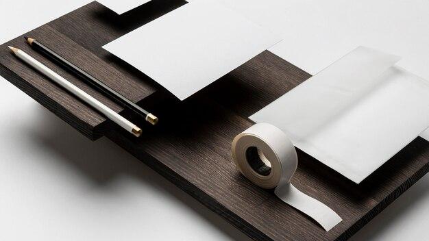 名刺用紙と粘着テープのコピースペース