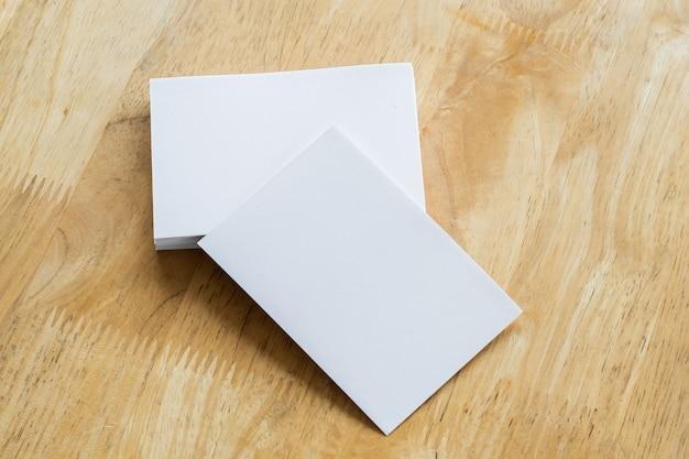 나무 배경 비즈니스 카드 스택