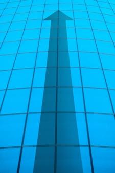 構築の抽象的な矢印とビジネスキャリアの成長の概念
