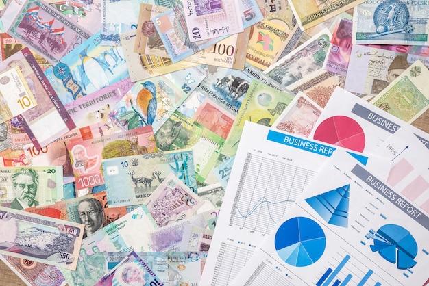 Деловая диаграмма или граох с мировыми деньгами. финансовая концепция