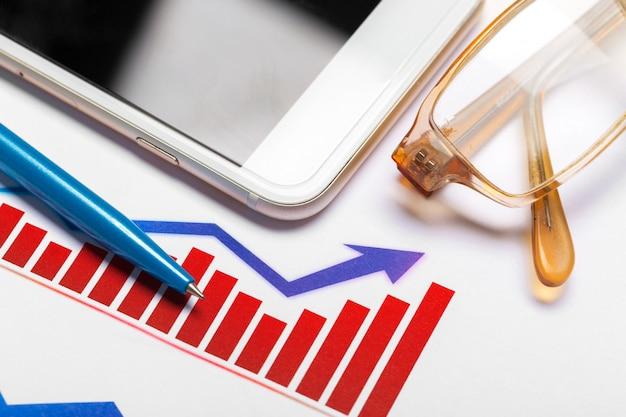 経済的な成功を示すビジネスグラフ