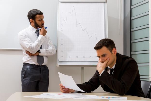ビジネスコーチはビジネスマンが問題を解決する教授法を開発しています
