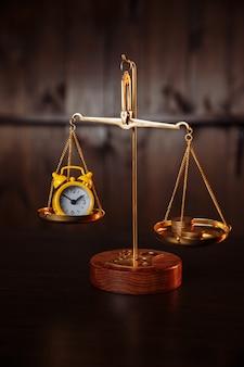 Бизнес-концепция. уравновешивание времени и денег