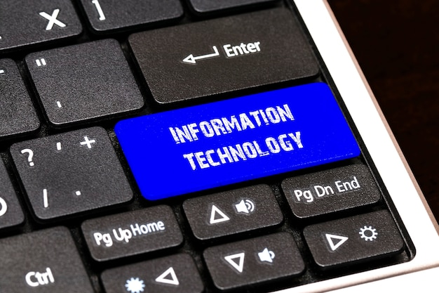 ビジネスコンセプト-スリムの青い情報技術ボタン。