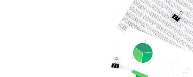 ビジネスコンセプト。財務書類、白地に緑と青の図