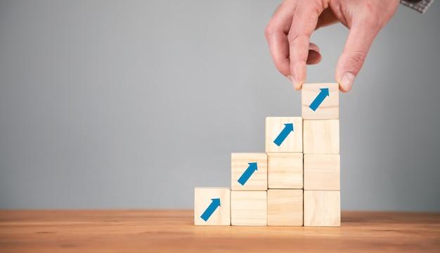 사다리 경력 경로 및 성장 성공 프로세스의 비즈니스 개념.