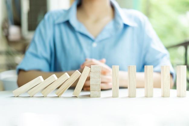 Бизнес-концепция защиты прибыли от колебаний рынка
