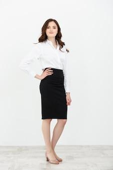 ポーズをとって美しい若いビジネス女性のビジネスコンセプトの肖像画