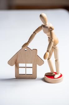 비즈니스 개념. 집을 팔거나 사는 것. 부동산 중개업자