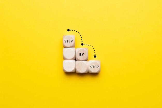 계단에 단계적으로 비즈니스 개념입니다.