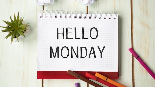 안녕하세요 월요일 비즈니스 개념 상위 뷰 노트북 쓰기