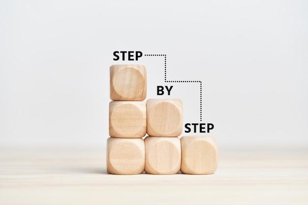계단에 단계적으로 전략과 비즈니스 개념.