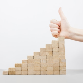Concetto di business con blocchi di legno