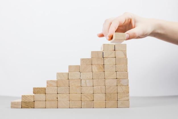 나무 블록으로 사업 개념