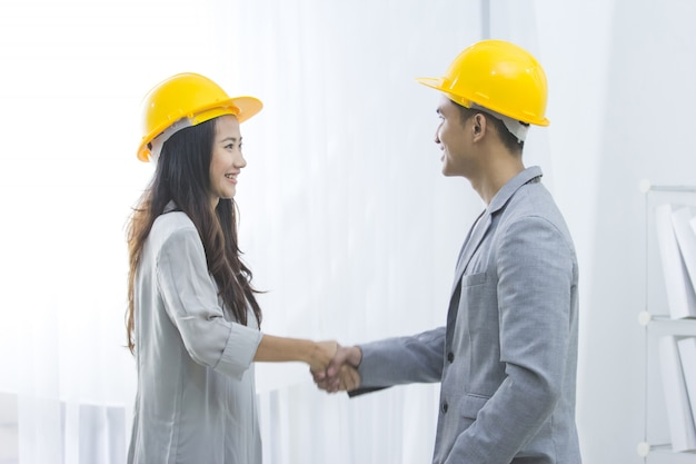 Business contractor make a deal