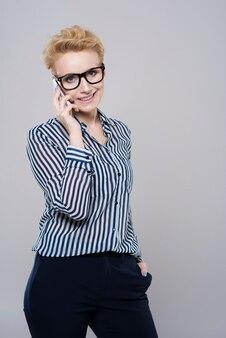 휴대폰을 통한 비즈니스 대화