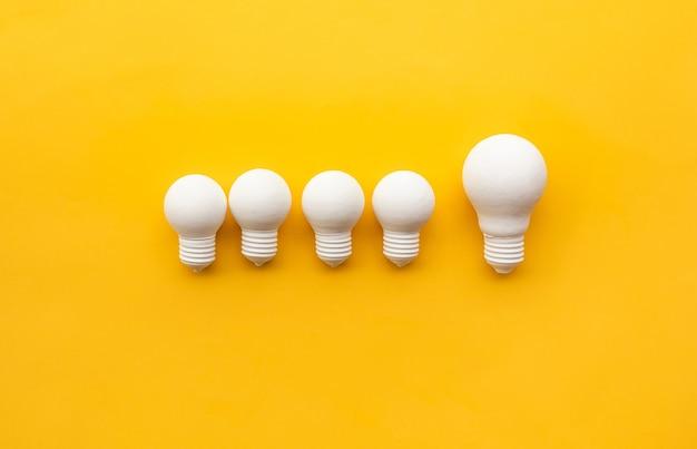 Бизнес-концепции творчества и вдохновения с лампочками