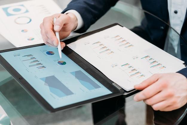 ビジネスドキュメント。グラフレイアウトの論文