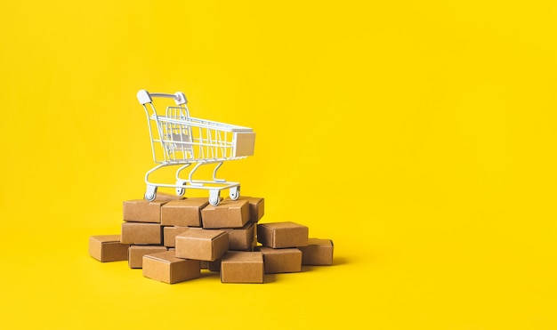 제품 상자 주문을 통한 비즈니스 전자 상거래 또는 온라인 쇼핑 개념