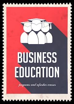 Бизнес-образование на красном с иконой выпускников. винтажная концепция в плоском дизайне с длинными тенями.
