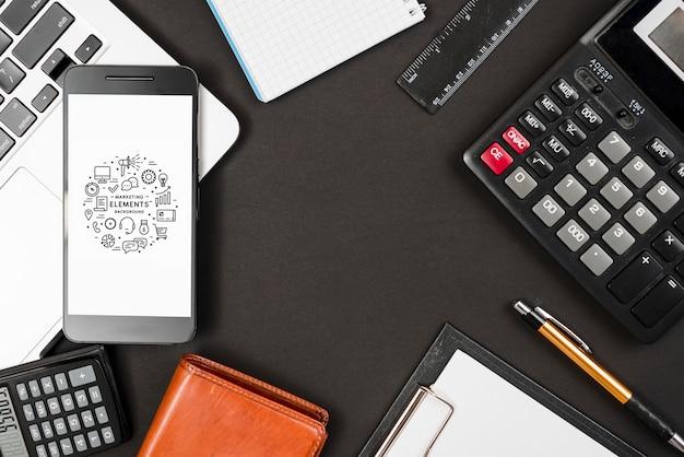 Composizione di elementi di affari con lo smartphone